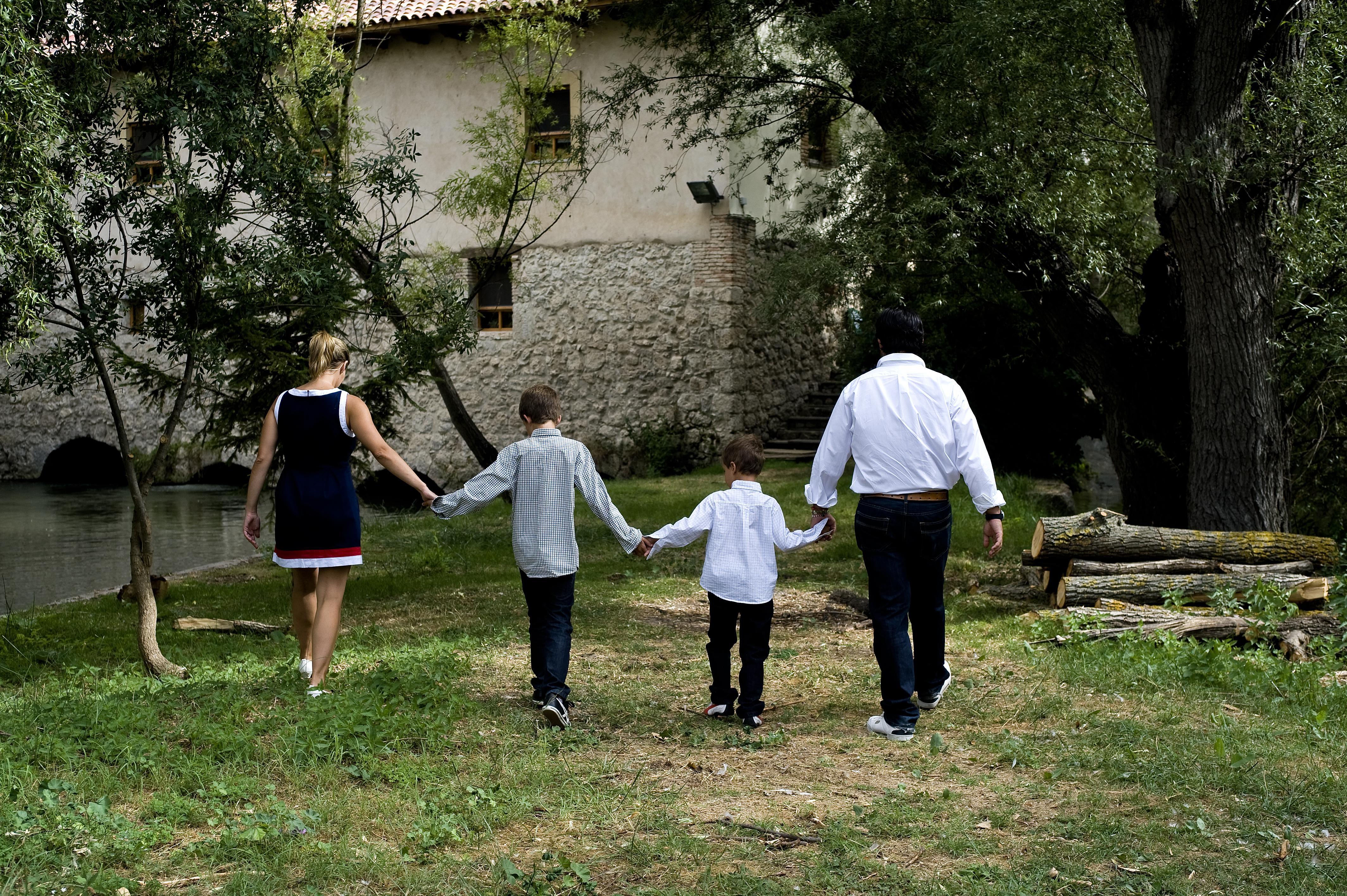 Paisaje natural con familia (1)