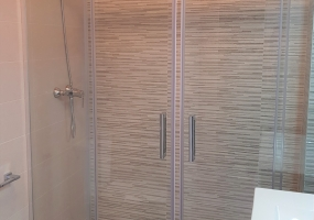 Aranda Apartments Shower