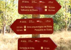 Pasarela GR 14 en Quintanilla de Arriba. Direcciones margen izquierda.