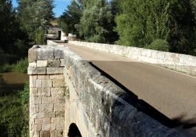 Puente de Piedra de La Vid