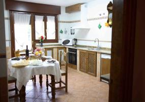 CASA RURAL LOS TULIPANES: Cocina