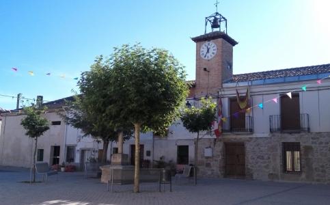 Quintanilla de Arriba: Plaza Mayor y Ayuntamiento